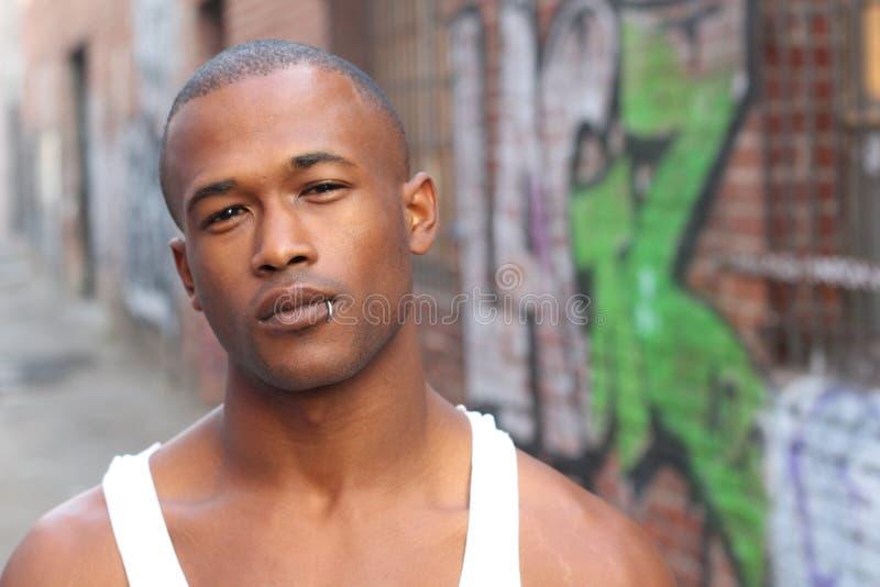 Städtischer Afroamerikaner-gutaussehender Mann stockfotografie