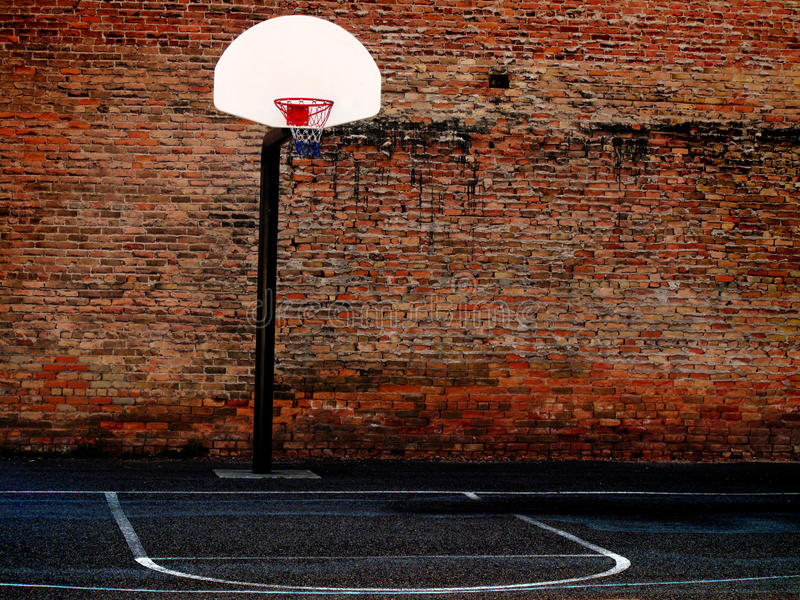 Städtischer Basketballplatz stockfotografie