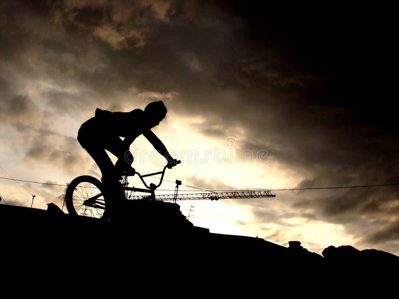 Städtischer BMX Mitfahrer stockbild