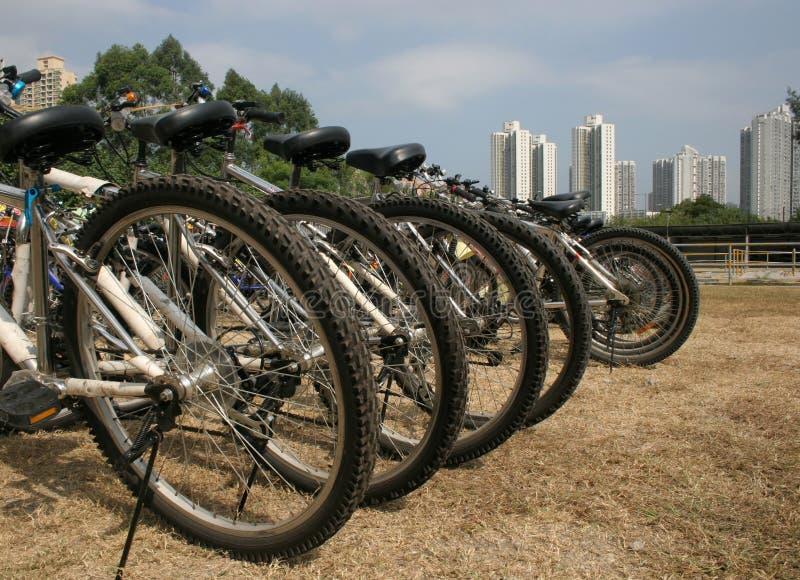 Städtischer Fahrrad-Park stockbild