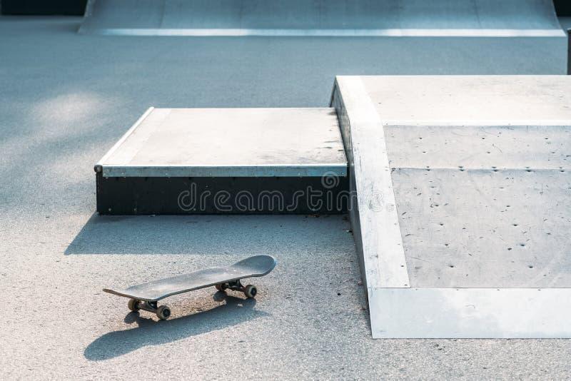 Städtischer Lebensstil des extremen Sports der Skateboardanlage stockbild