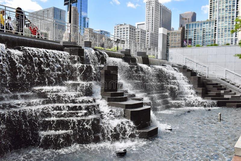 Städtischer Wasserfall stockbild