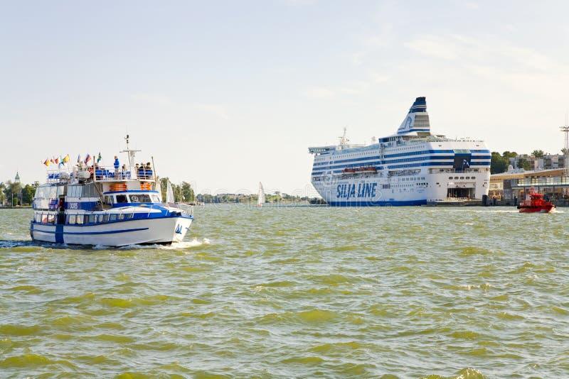 Städtisches Kai der Seefähre in Helsinki lizenzfreie stockfotos