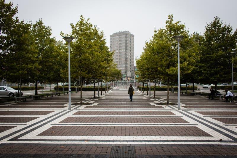 Städtisches Quadrat vor der Station lizenzfreies stockbild