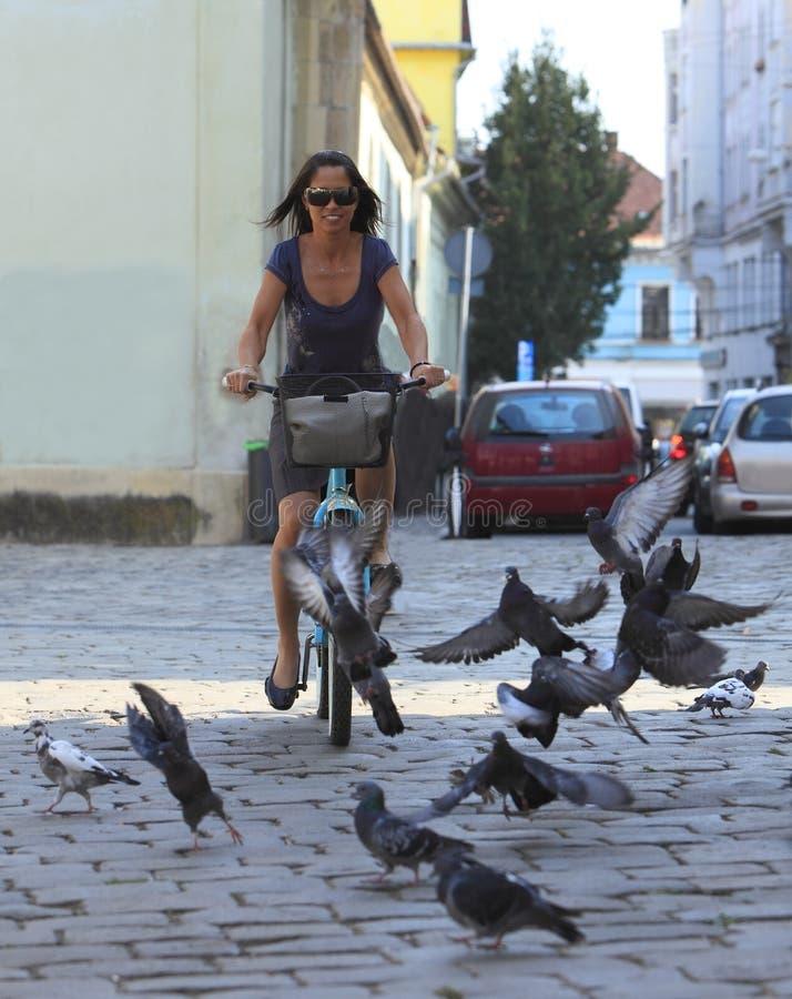 Städtisches Radfahren lizenzfreies stockbild
