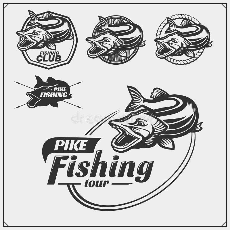 Ställ in af-fiskeetiketter med en pik och ett fångstredskap Fiskeemblem och designbeståndsdelar stock illustrationer