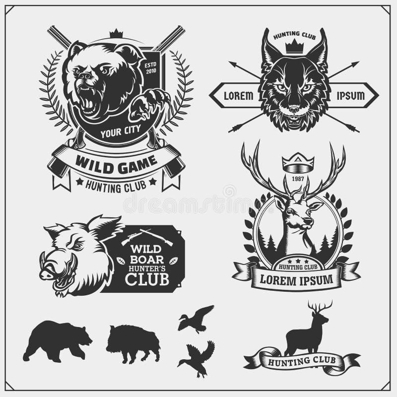 Ställ in av att jaga klubbaemblem och designbeståndsdelar Bobcat, björn, vildsvin, änder och hjortar stock illustrationer