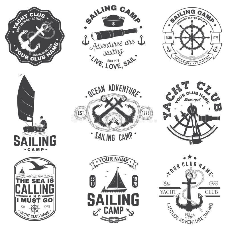 St?ll in av att segla l?ger- och yachtklubbaemblemet vektor Begrepp f?r skjorta, tryck eller utslagsplats Tappningtypografidesign vektor illustrationer