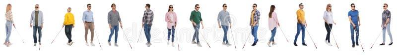 Ställ in av blint folk med långa rottingar på vit royaltyfri foto