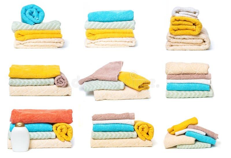 Ställ in av bunt av handdukar som isoleras på vit isolerad bakgrund royaltyfria foton