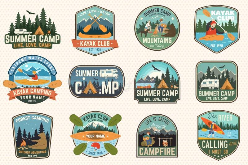 Ställ in av koloni-, kanot- och kajakklubbaemblem vektor För lapp Design med att campa, berg, flod, amerikan royaltyfri illustrationer
