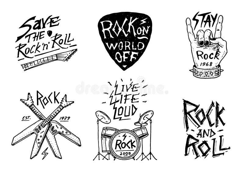 Ställ in av Rock - och - rullmusiksymboler med valsar, plektret och machetet etiketter logoer Heavy metalmallar för design t stock illustrationer