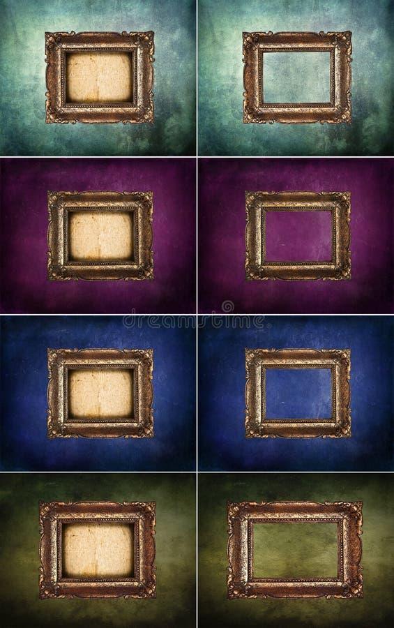 Ställ in av tomma antika guld- ramar på grungeväggen arkivbild