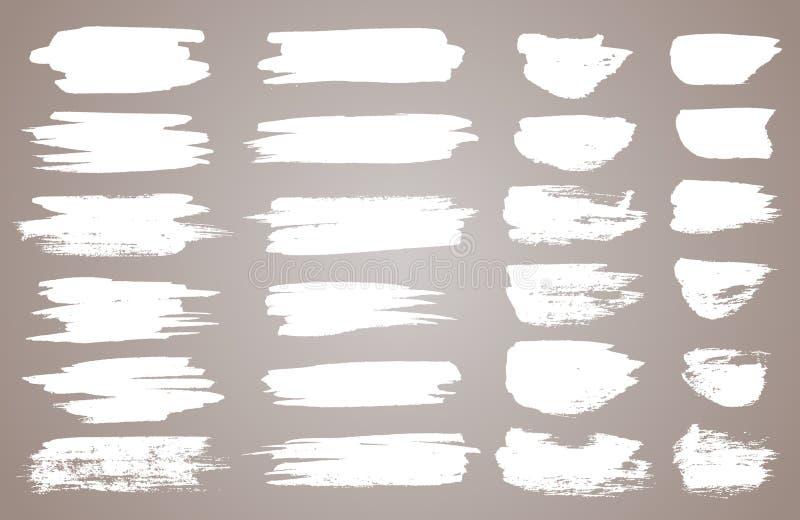Ställ in av vita färgpulvervektorfläckar Vektorsvartmålarfärg, färgpulverborsteslaglängd, borste, linje eller rund textur Smutsig stock illustrationer