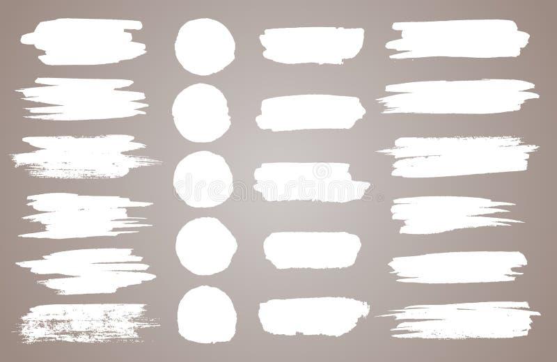 Ställ in av vita färgpulvervektorfläckar Vektorsvartmålarfärg, färgpulverborsteslaglängd, borste, linje eller rund textur Smutsig royaltyfri illustrationer