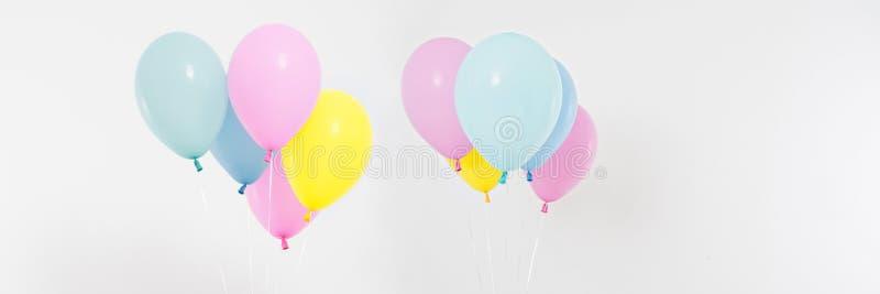 Ställ in collage färgad ballongbakgrund Beröm ferier, sommarbegrepp Designmall, affischtavla eller banermellanrum royaltyfria bilder
