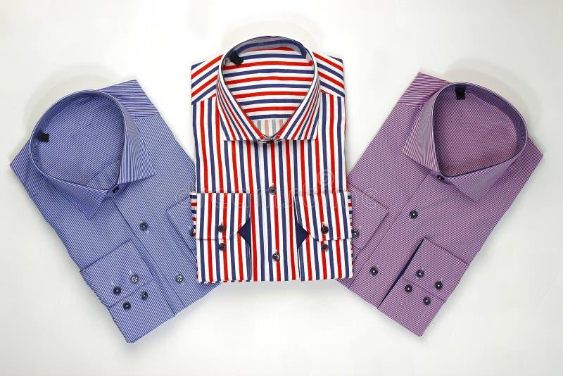Ställ in klassiska manskjortor på vit arkivbild