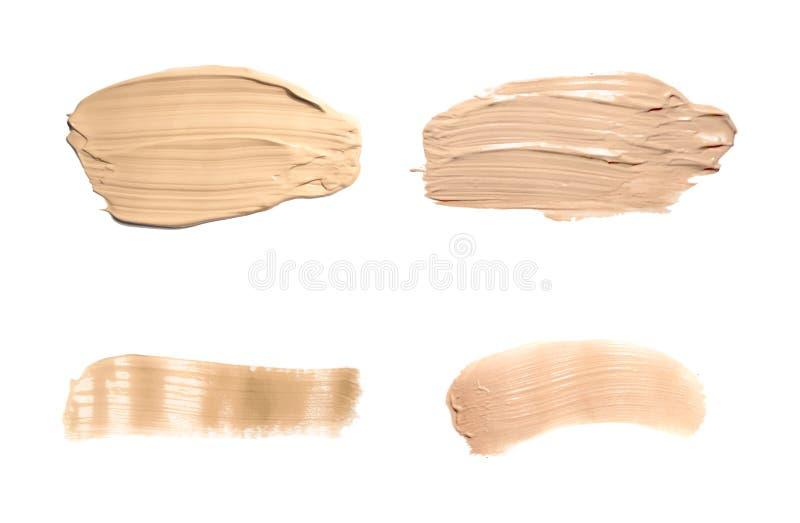 Ställ in kräm för täckstiftsuddskönhetsmedlet isolerad på vit Vätskesmetad fundamentsignalkräm, brun slaglängdtextur Makeupvektor stock illustrationer