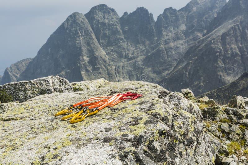 Ställ in quickdraw (extender) i berg arkivbild