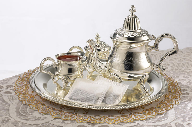 ställ in silverteapoten royaltyfri foto