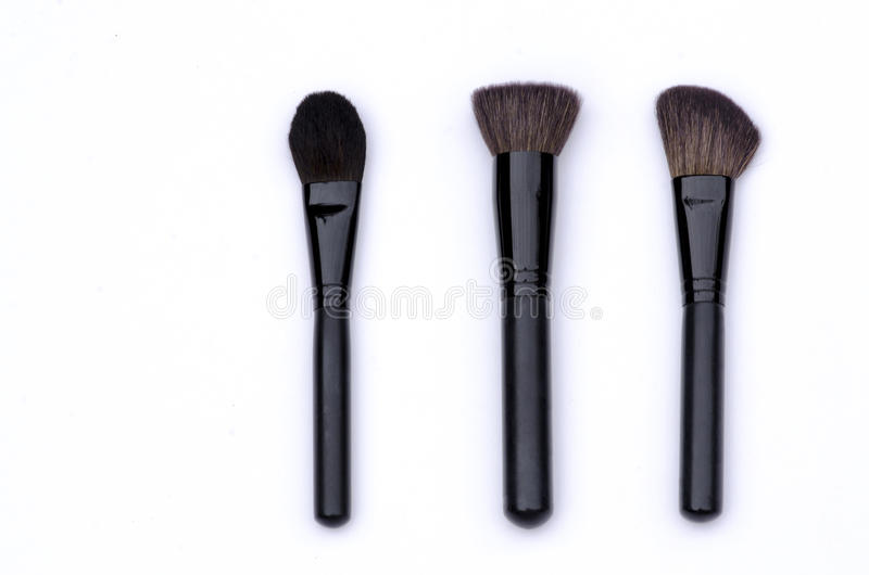 Ställ in yrkesmässiga borstar för framsidamakeup i svart, vit bakgrund royaltyfria bilder