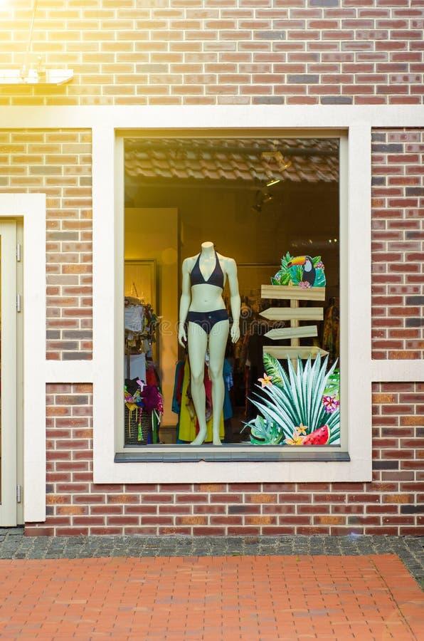 Ställa ut av shoppar swimwear royaltyfri fotografi