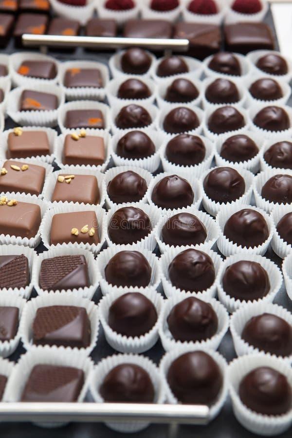 Ställa ut med choklad royaltyfria foton