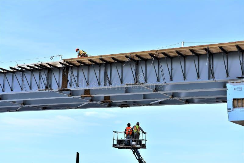 Ställe för arbete för kontroll för säkerhet för brokonstruktion royaltyfri foto