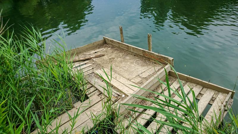 Ställe för att fiska på floden arkivfoto