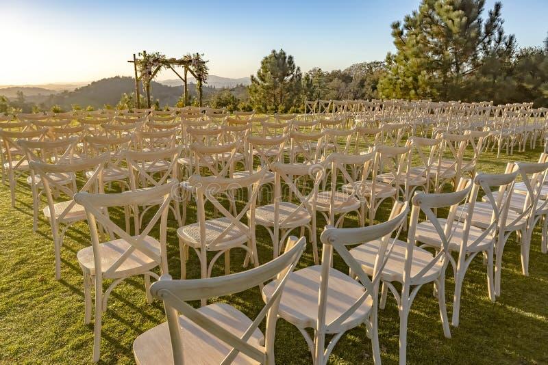 Ställe för bröllopceremoni på gräs royaltyfri bild