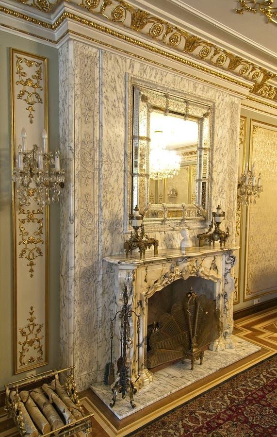 Ställe för Ceausescu slottbrand royaltyfri fotografi