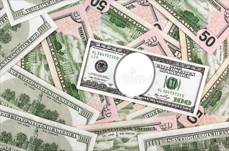Ställe för din stående i hundra dollarräkningar på dollarbackg royaltyfri bild