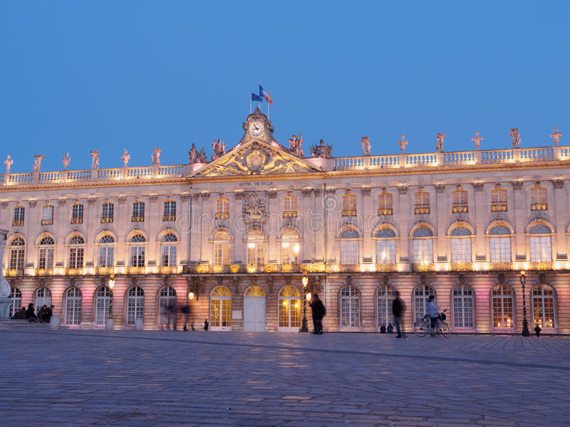Ställe Stanislas In Nancy, Frankrike på natten royaltyfri bild
