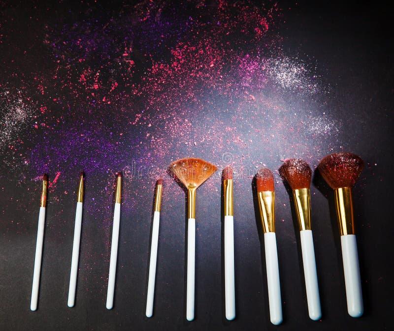 Ställer in makeupborsten för yrkesmässig makeupkonstnär royaltyfri bild