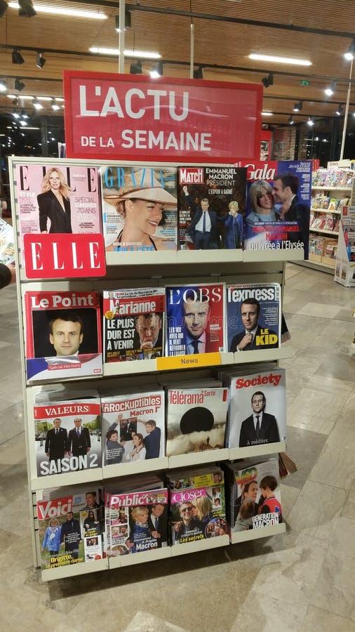 Ställning av franska tidskrifter arkivfoto