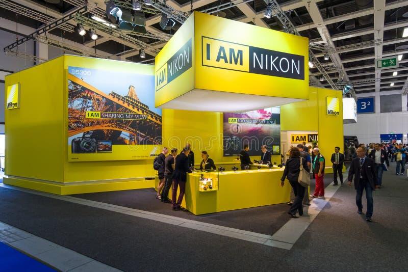 Ställning av Nikon royaltyfri bild