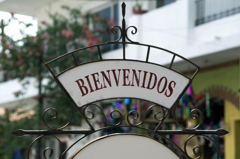 Ställning för Bienvenidos smidesjärntecken royaltyfria bilder