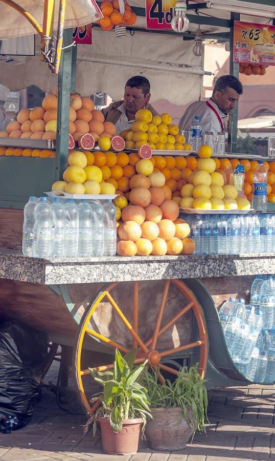 Ställning för orange fruktsaft arkivfoto
