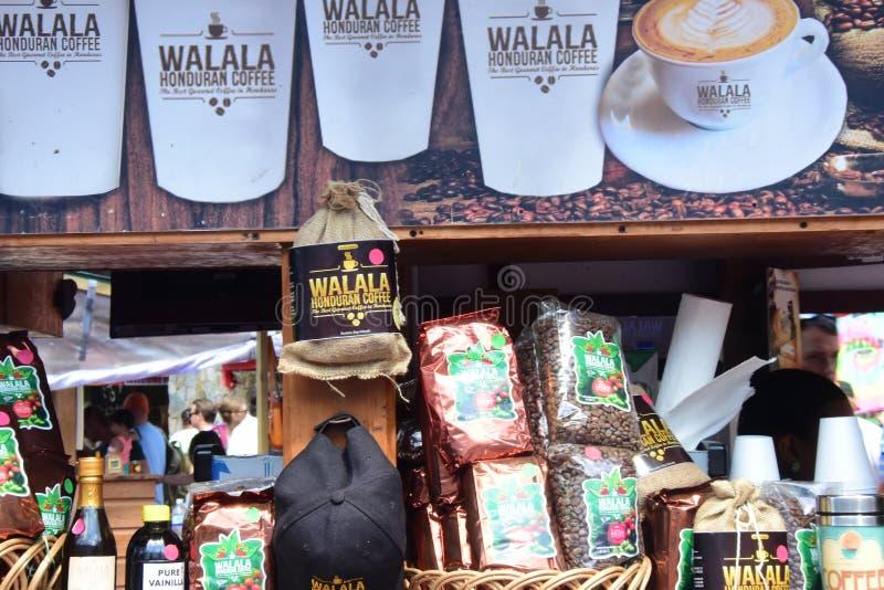 Ställning som säljer produkter i Casta Maya Mexico arkivfoto