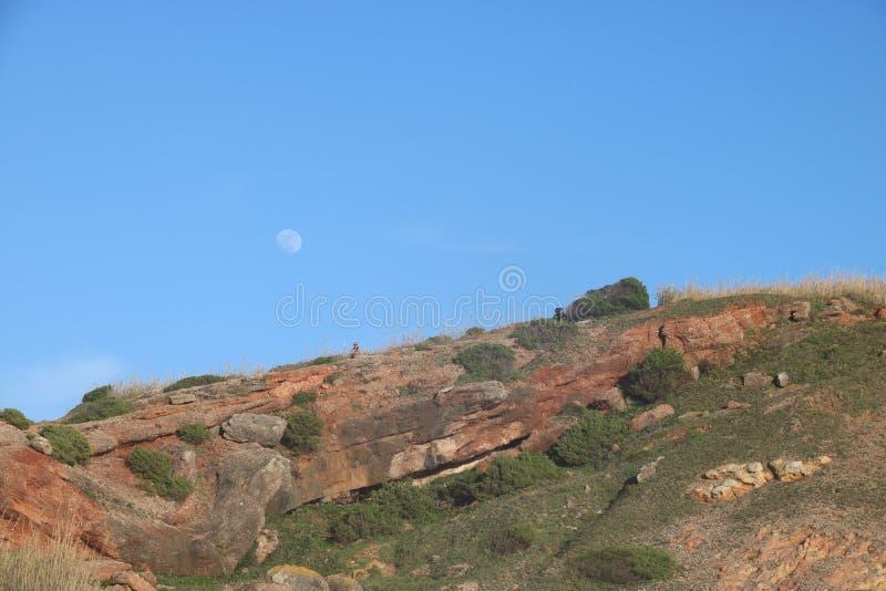 Stämningsmättad bild av det omgeende området av staden av Nazaré - Portugal arkivfoton