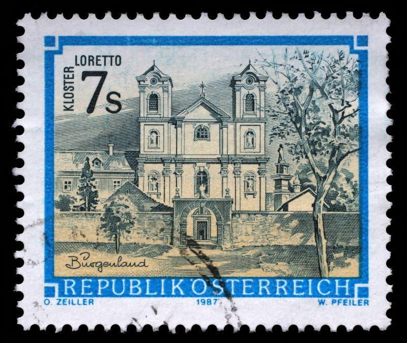 Stämpel som skrivs ut av Österrike, showLoretto kloster i Burgenland royaltyfri fotografi