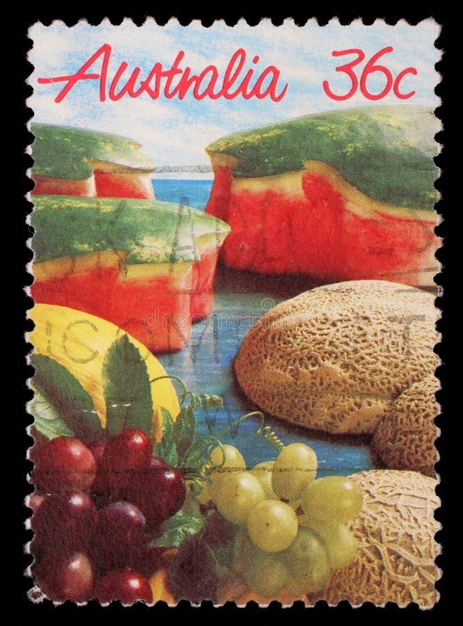 Stämpel som skrivs ut i Australien showbild av en spridning av munnen som bevattnar frukt royaltyfri foto