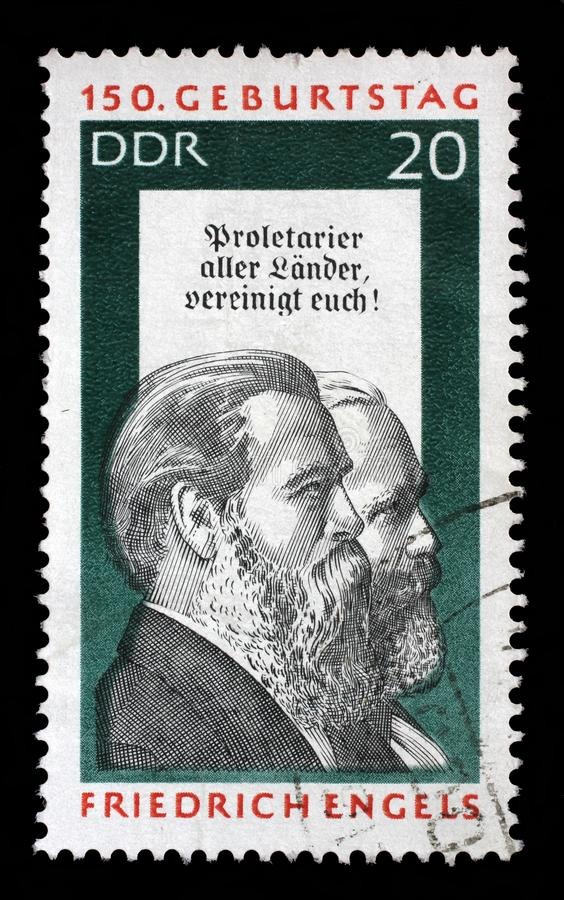 Stämpeln som skrivs ut i GDR, visar Friedrich Engels och Karl Marx royaltyfri bild