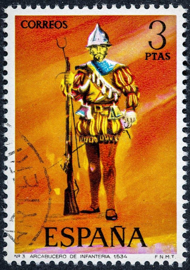 Stämpeln som skrivs ut i Spanien, visar Arquebus av infanteri 1534 royaltyfria bilder