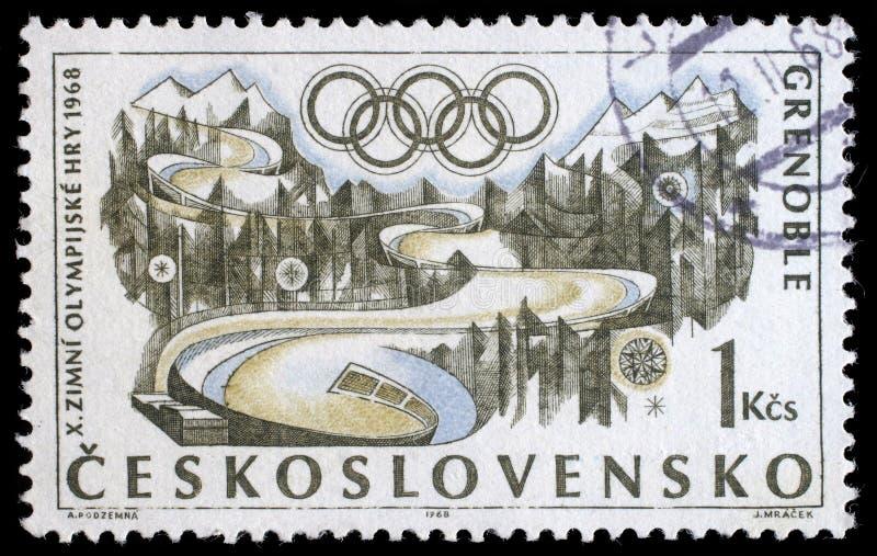 Stämpeln som skrivs ut i Tjeckoslovakien shower, övervintrar olympiska spel i Grenoble, circa 1968 arkivbild