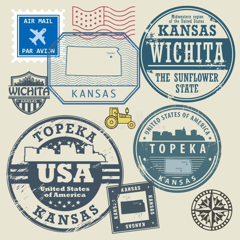 Stämpla uppsättningen med namnet och översikten av Kansas vektor illustrationer