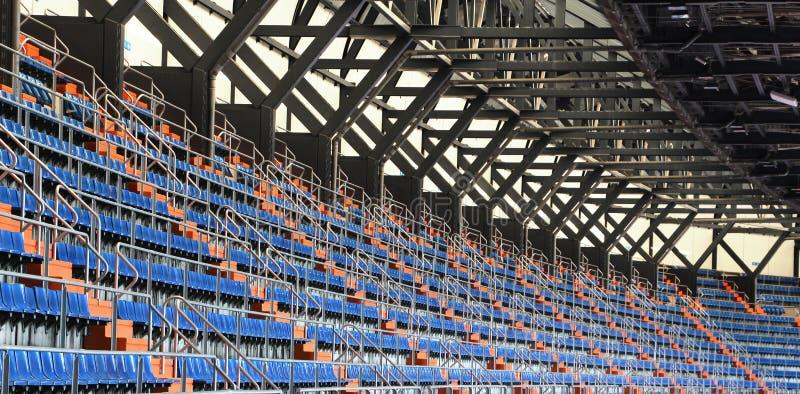 Stände und Dach eines Stadions, Perspektive stockbild