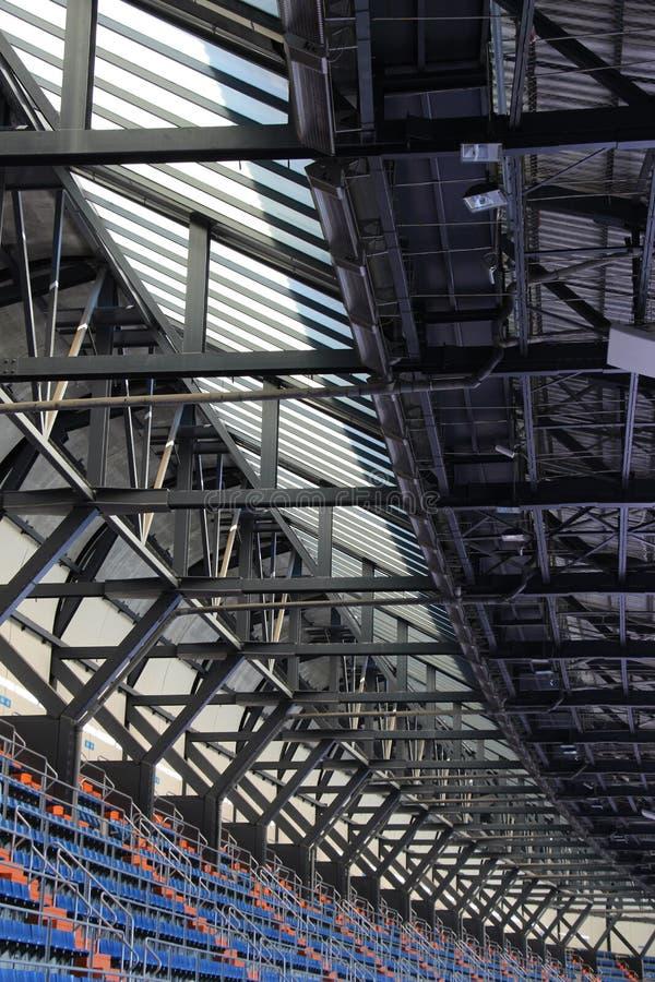 Stände und Dach eines Stadions, Perspektive lizenzfreies stockfoto
