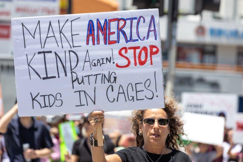 Stäng lägren protesterar i Los Angeles arkivbild