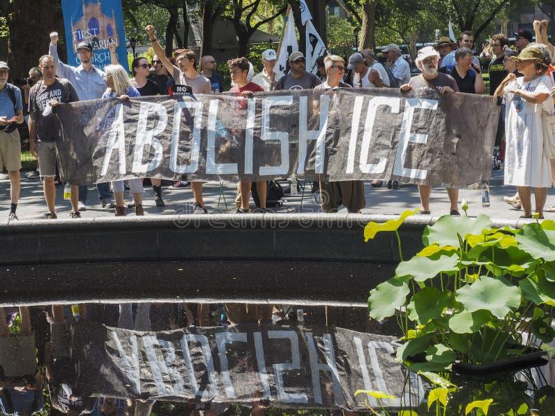 Stäng lägren protesterar royaltyfri bild